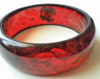 Vintage Cherry Red Bakelite Reversed Carved Floral Leaves Chunky Bangle Bracelet Translucent Red