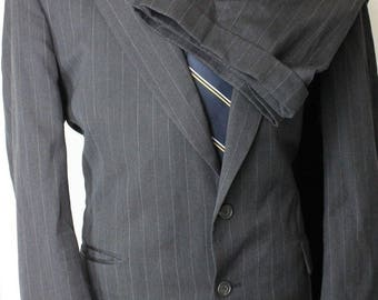 Vintage 43R Botany 500 Couture Charcoal Gray Pinstripe Wool Mens 2 Button Suit DE6