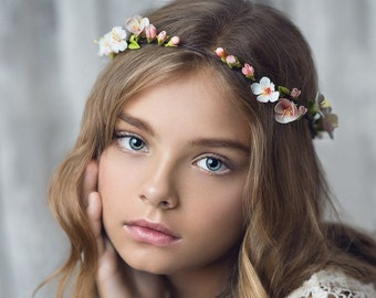 White flower hair crown, Bridal headpiece, Wedding hair accessory, floral hair crown