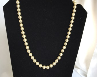 Vintage, White Faux Pearl Necklace, Handknotted. 1960s