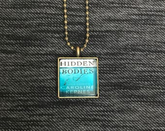 Caroline Kepnes necklace - Hidden Bodies