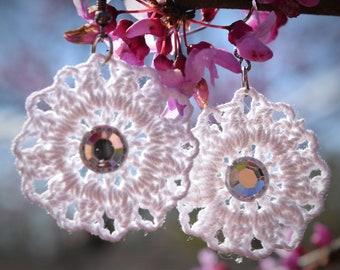 Circle flower, crochet earrings