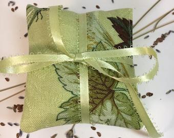 SET OF 3~Organic Lavender & Flax Sachet Set~Holiday Gift~ Bridemaids~Shower Gift~Sachet~Organic~Sachet~Drawer Fresheners~Closet Freshener