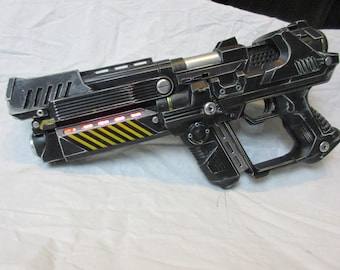 Star Wars style blaster light up cosplay pistol prop gun destiny, gears of war, aliens, fallout, resident evil, Borderlands