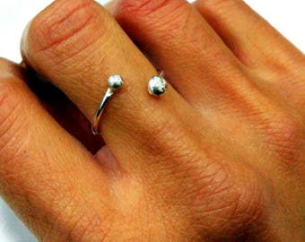 Single open ring with two balls
