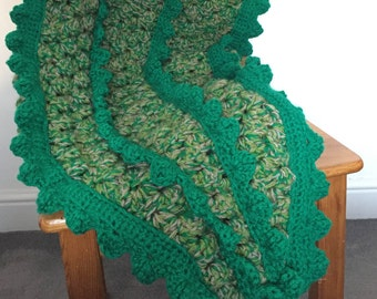 Crochet Crocodile Tail Blanket Pattern, customisable sizing from baby to adult based on waist measurement