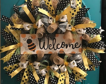 Bumble bee wreath, yellow and black