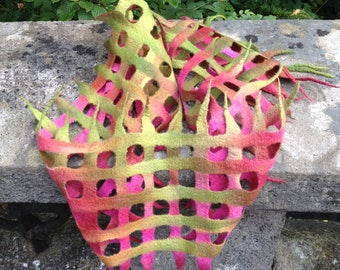 Mesh net scarf elf forrest, hand dyed, hand feltet