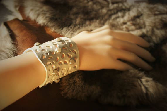 "Cuff Bracelet ""Vanessa"" and white perforated leather riveted"