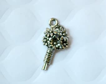 3 Pewter Bouquet Charms. Antique Silver Tone Charms. Flower Pewter Charms. Flower Charms. USA Made Charms.  21mm x 11mm.