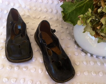 Vintage Victorian Black Mary Jane Shoes For Girls - Antique Black Leather Footwear, Edwardian Accessory in Original Box for Toddler Girls