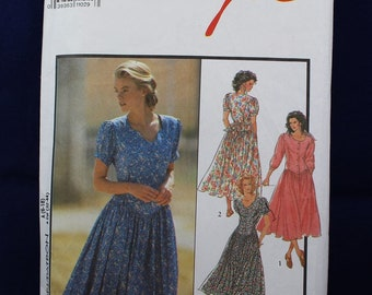 Women's Dress Sewing Pattern in Size 6-18 - Style 1871