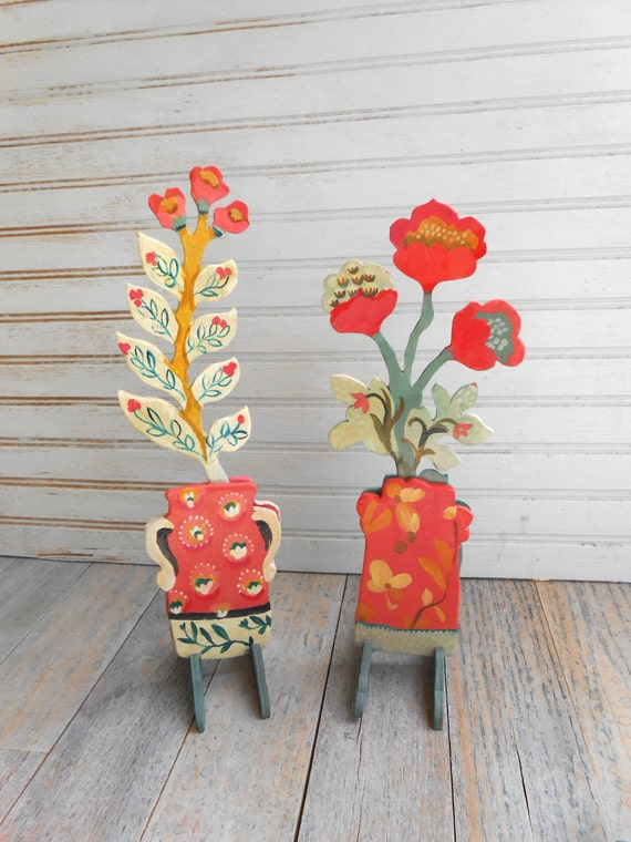 Coral Tulips wood sculpture pair by Kimberly Hodges, tulip freestanding sculpture, flower cachepot, folk art sculpture, flower sculpture