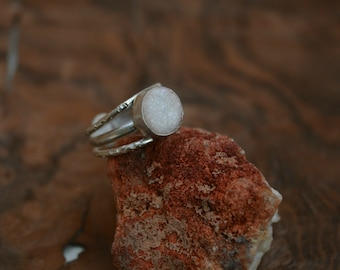 white raw stone ring/triple band streling silver ring/raw quartz stone jewelry/stacking sterling silver rings