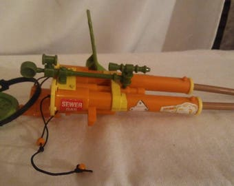 Vintage 1989 Teenage Mutant Ninja Turtles double barreled plunger gun