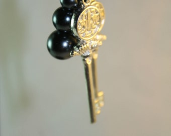 Glass pearl key earrings, Key earrings, glass pearls, silver-tone key, Black pearls, linear earrings, casual, gorgeous, gifts for her, gifts
