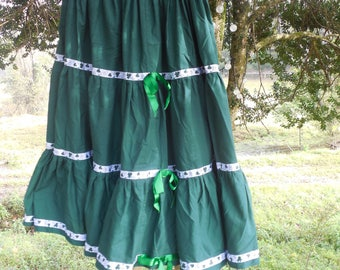 Vintage square dance skirt green tiered full circle skirt shamrock clover ribbon lace small med Lg rockabilly western Patsy Cline costume