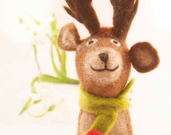 Rendeer with scarf Felt Eggwarmer designed in Germany, handcrafted from Nepal