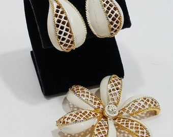 Unique Jewelry Set!  Gold Tone Metal with Enameling in Flower Motif with Brooch & Matching Clip Earrings