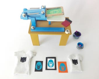Miniature Serigraphy Press for the printing of T-shirts and graphic arts