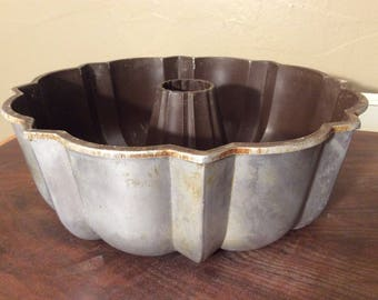 Bundt Pan~Aluminum Bunt Pan~Vintage Bunt Pan