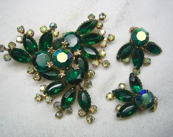Vintage Emerald Green Rhinestone Brooch & Earrings W/ Little Fleur De Lis