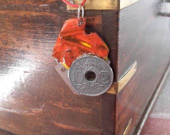 Old piece and decor acrylic pendant