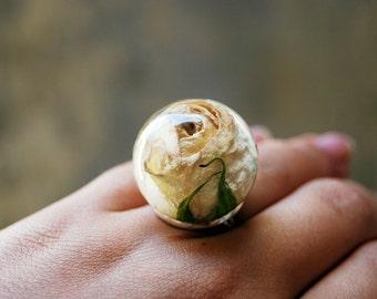 Rose resin ring. Handmade resin statement ring Rose jewelry. White rose ring. Resin jewelry. Handmade ring. Adjustable ring. Flower jewelry.