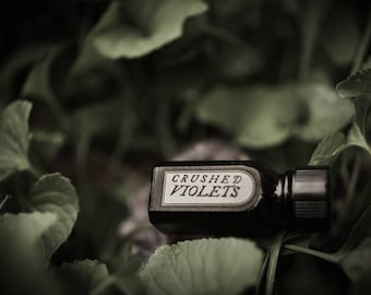 Crushed Violets - natural perfume oil with violets, violet leaf, powdery, earthy, dark floral, leafy, mossy,