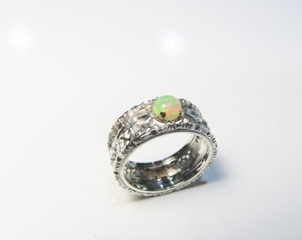 Engraved ring with opal