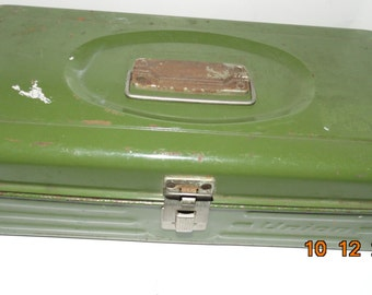 Vintage UNION Avocado Green Metal Fishing Tackle Box Utility Tool Box Storage