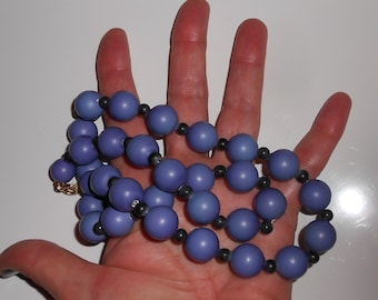 1950s Chunky necklace in cornflower blue and cobalt blue beads