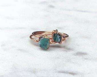 Raw Emerald Ring, Rose Gold Stacking Rings, Raw Crystal Ring, May Birthstone Ring, Boho Ring, Raw Stone Ring, Gemstone Ring, Minimalist Ring