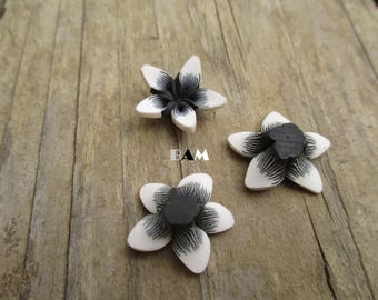White and black polymer flower 18 mm drilled