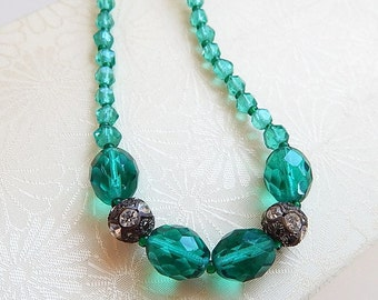 Vintage emerald glass beaded choker necklace - vintage necklace - rhinestone - emerald green