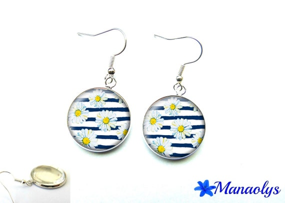 Earrings white flowers and marine motifs, 2811 glass cabochons