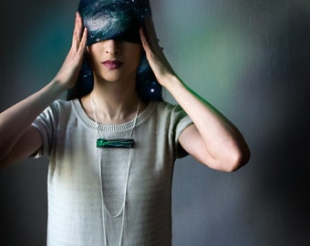 Сomet wooden chain necklace, emerald green faceted minimalist necklace for her, wood and chains jewelry