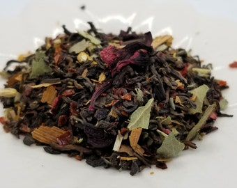 Queen of Hearts - Alice in Wonderland, Heart Tea, Black Tea, Hibiscus, Rosehips, Ladys Mantle, Yarrow, Gold Ginkgo Leaf, Lapsang Souchong