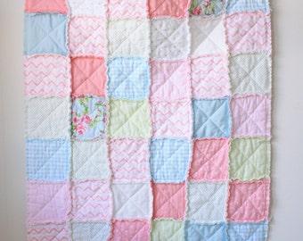 Pink rag quilt - Baby rag quilt - Shabby chic quilt - Crib rag quilt - Floral rag quilt