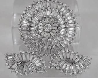 Vintage CROWN TRIFARI Signed Mid Century Sparkling Clear Baguette & Round Rhinestone Brooch Pin Matching Clip Earrings Set Ex Cond. Women's