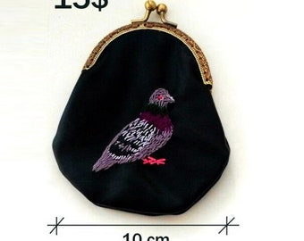 Purse with a embroidery dove