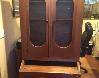 Early  american primitive cabinet/ no shipping