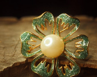 Pearl flower brooch pin, antique styled vintage costume jewelry look, fine unique jewellery #5051