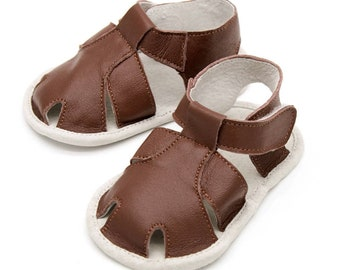 Brown baby sandals, brown baby shoes, baby shower gift, birthday shoes, baby boy brown leather crib shoes, toddler boy sandals