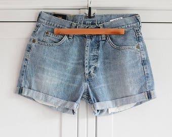 LEE Vintage Shorts Cuffed legs 1980s High Waisted Denim clothing Retro Women Fashion Folded Beach summer fashion / Medium size