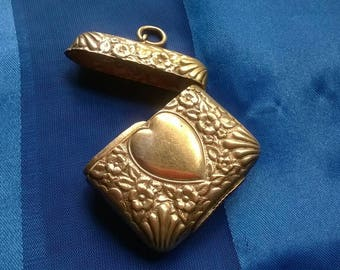 Wonderful Art Nouveau silver vesta case locket pendant blank cartouche one side WB initials monogram on the other repousse heart