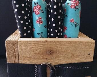 Decorative cedar box set of four cloth napkins