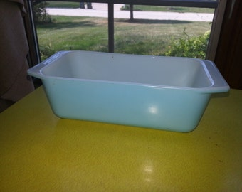 Vintage 1950s Pyrex #913 Robins Egg Blue Rectangular Loaf Pan RARE
