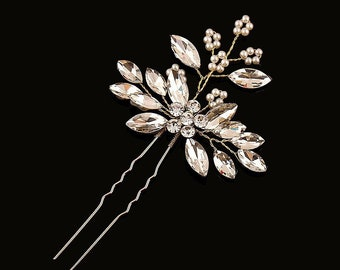 Dainty gold crystal and pearl bridal hairpins. Elegant wedding hair clips. White ivory clear zirconia bridal hair barrette