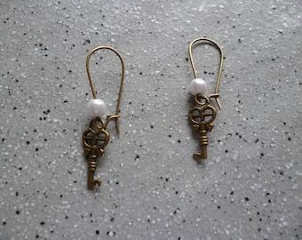 """""""Keys"""" dangle bronze earrings"""
